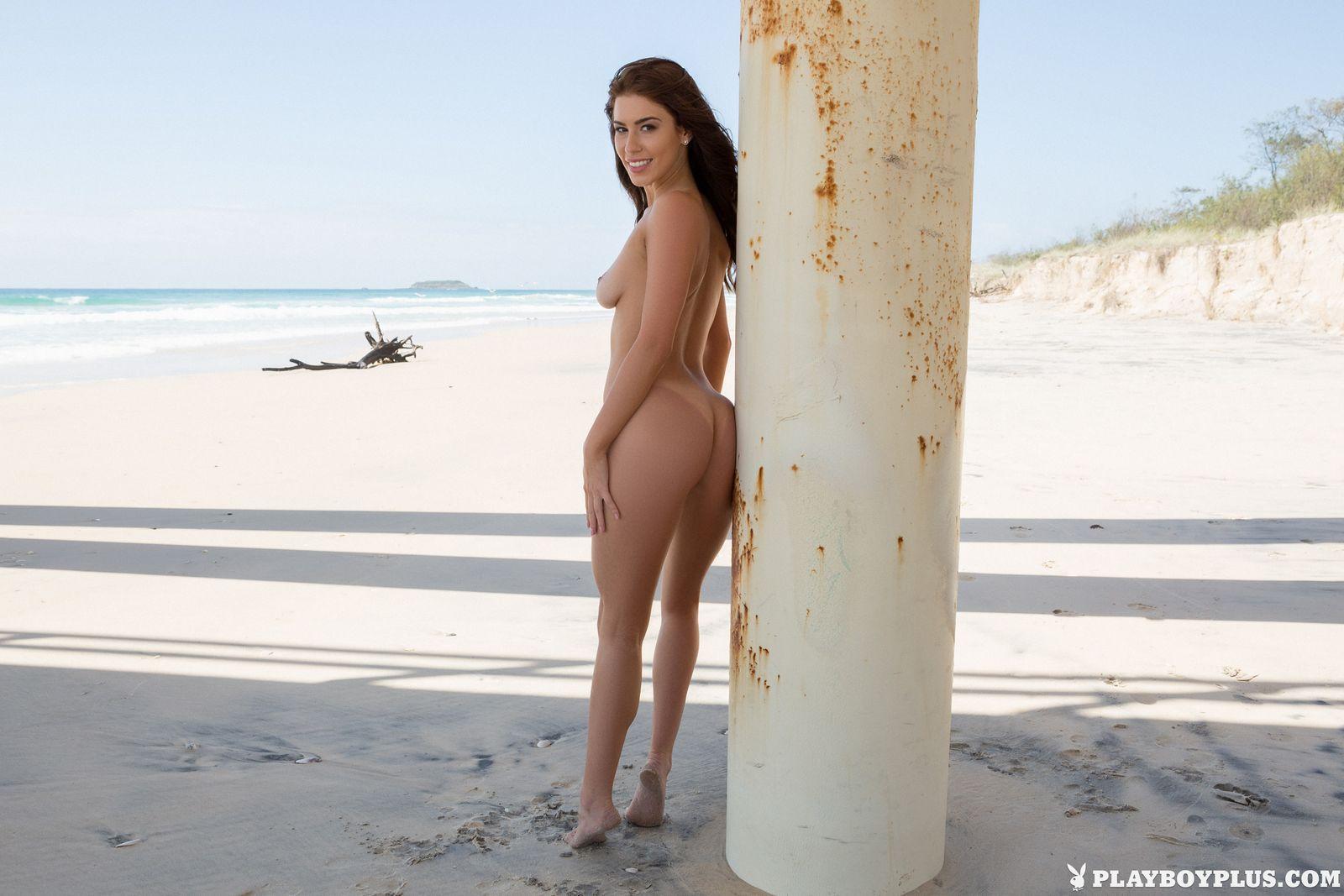 Австралийская леди собирается серфить