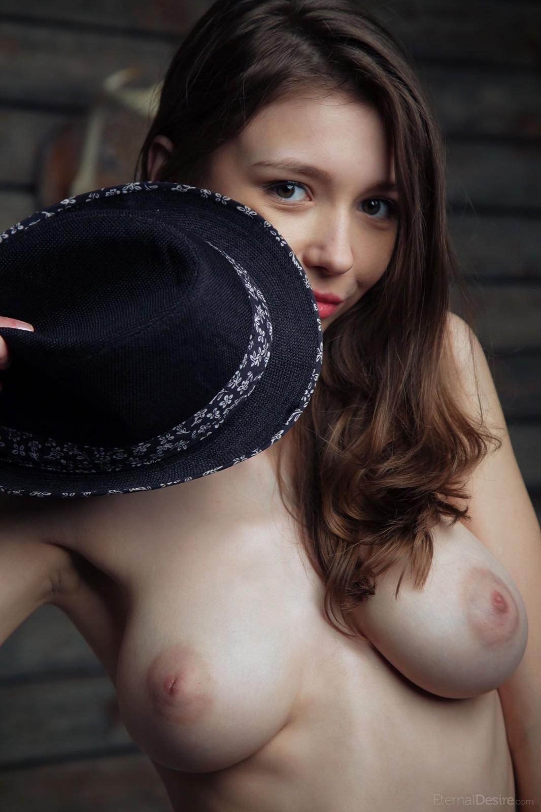 Игривая проститутка с упругими дойками